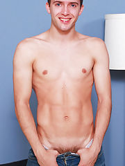 Sexy muscular twink pictures and twink gallery