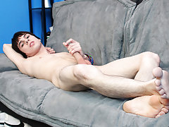 Hairless young gay twinks and naked mature uncut cowboys at Boy Crush!